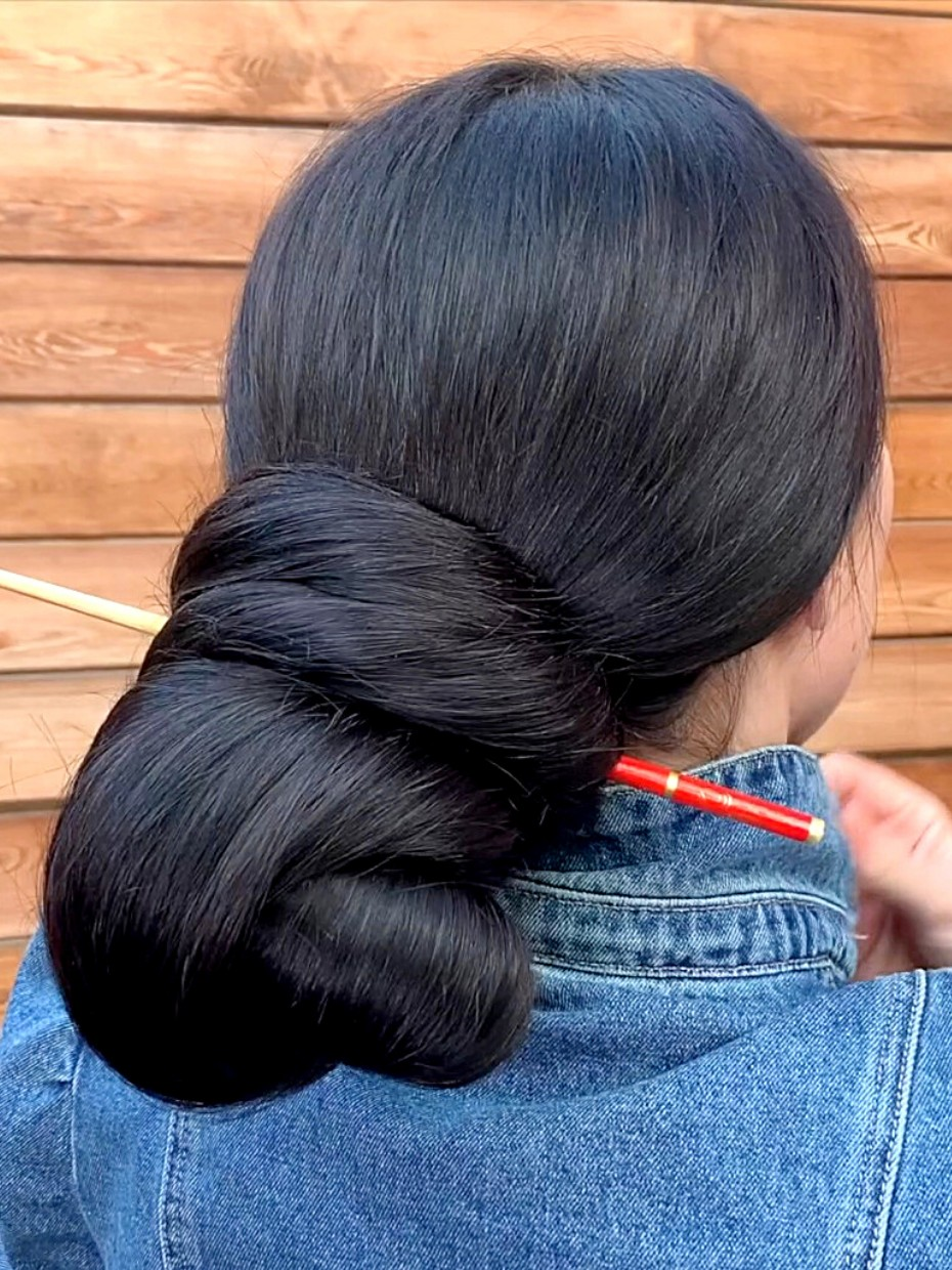 Video This Lady Has Very Big Hair Buns Realrapunzels