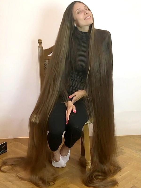 VIDEO - Super silky floor length hair