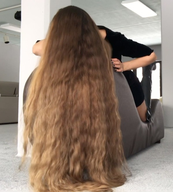 VIDEO - Perfect hair, perfect chair
