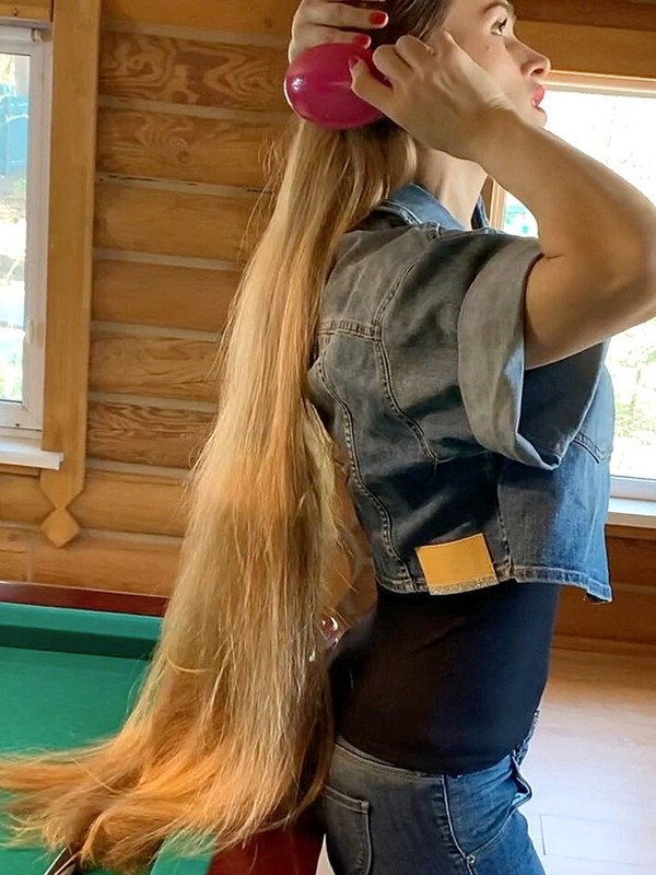 VIDEO - Pool table Rapunzel