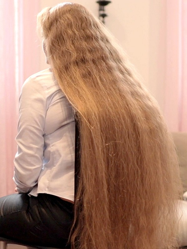 VIDEO - Siri's silky hair sliding