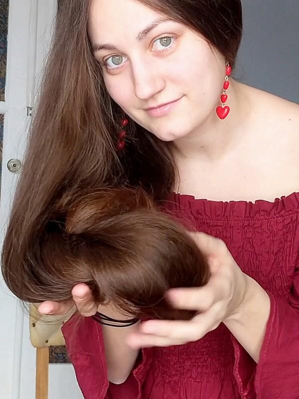 VIDEO - Beautiful woman, beautiful hair