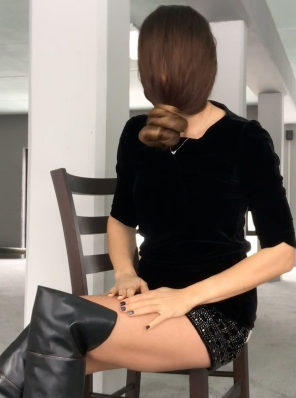 VIDEO - In front of her face 2