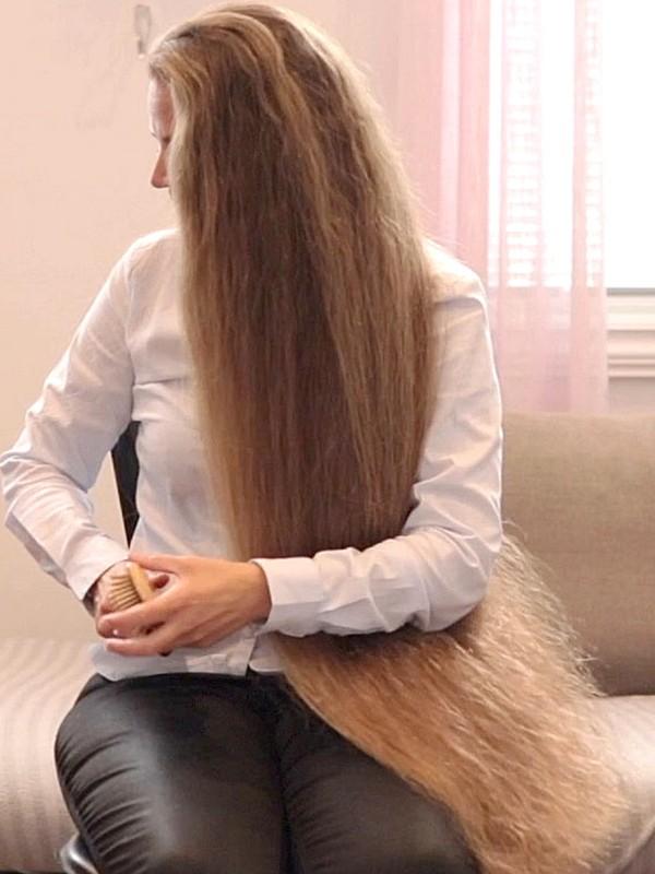 VIDEO - Siri's hair chair (part 3)