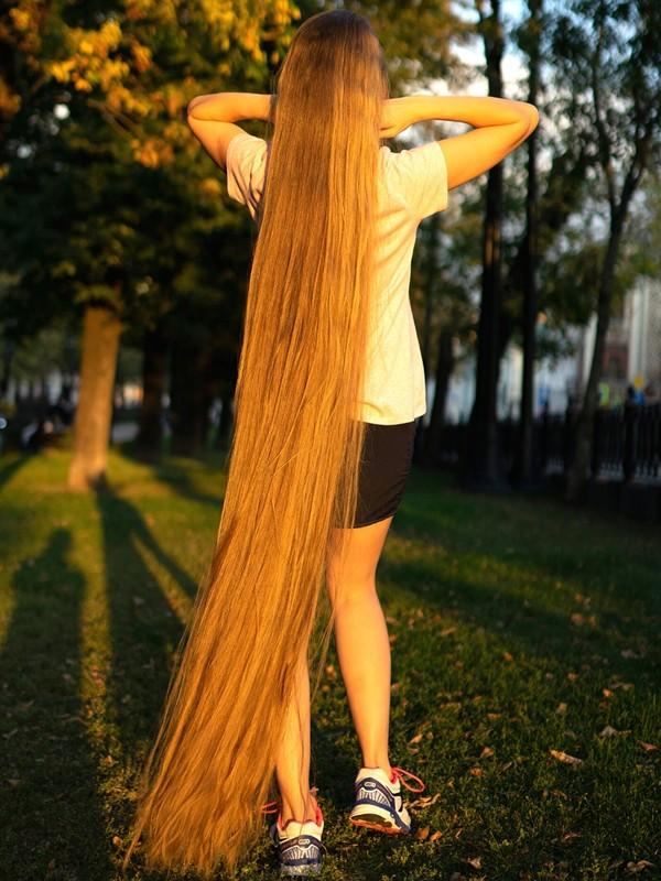 PHOTO SET - Blonde Rapunzel in the park