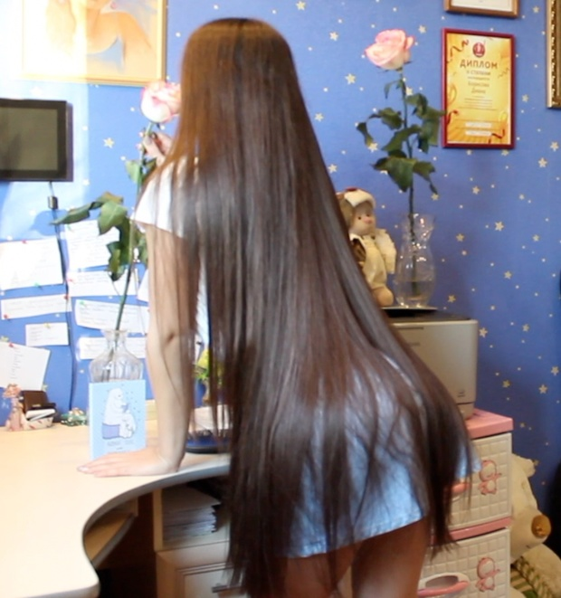 VIDEO - Diana´s hair play inside and outside