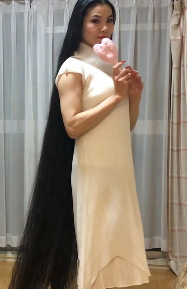 VIDEO - Rin in white