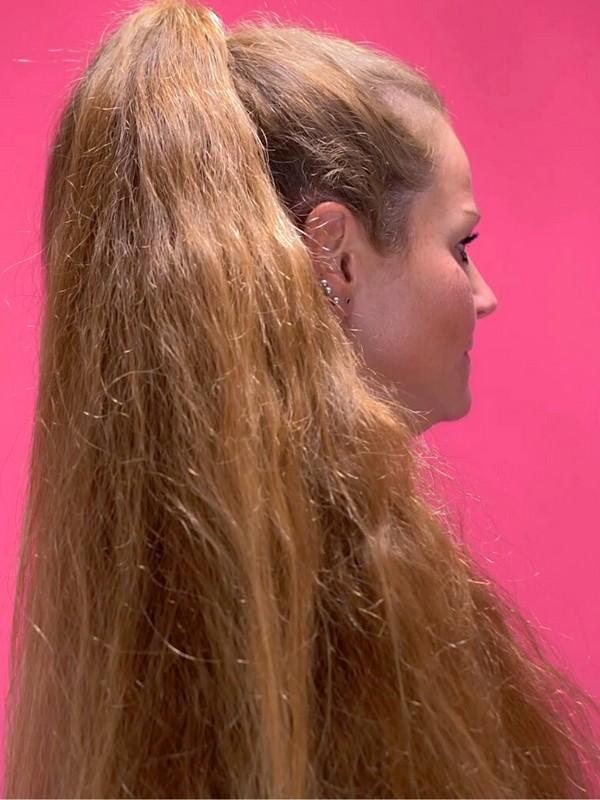 VIDEO - Siri's extreme ponytails