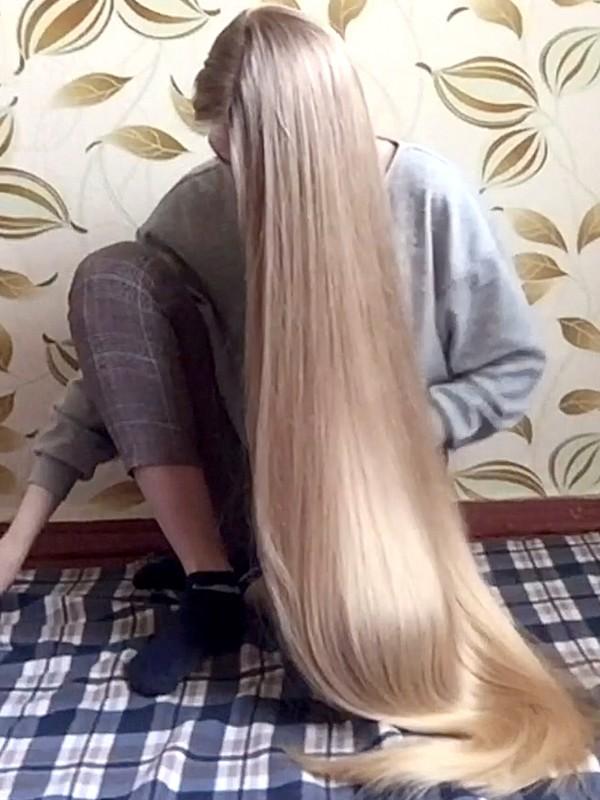 VIDEO - Christina's floor show