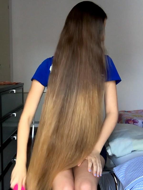 VIDEO - Blonde on blue