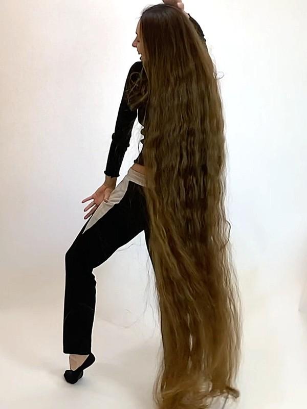 VIDEO - Longest hair dance