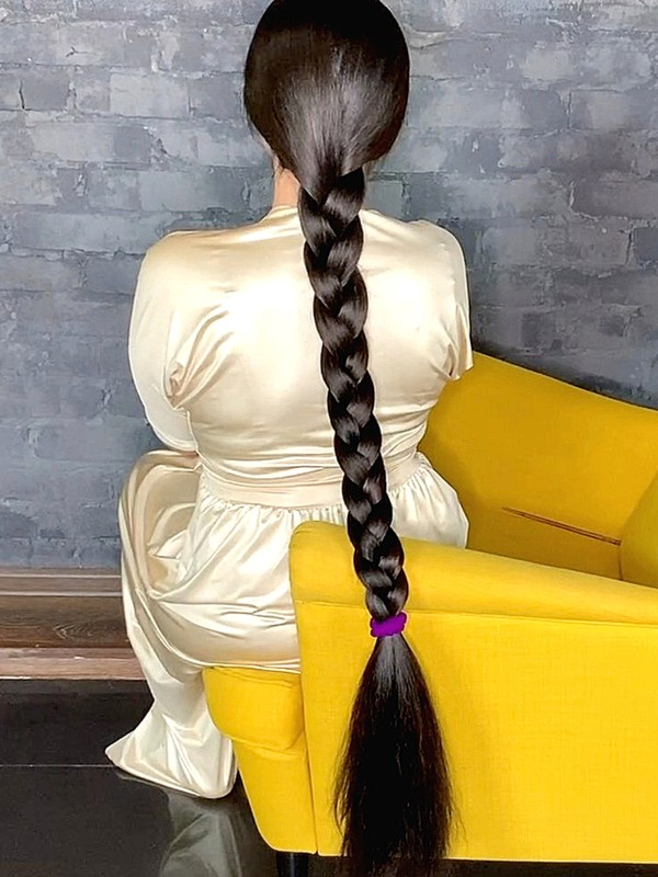 VIDEO - The queen of thick hair