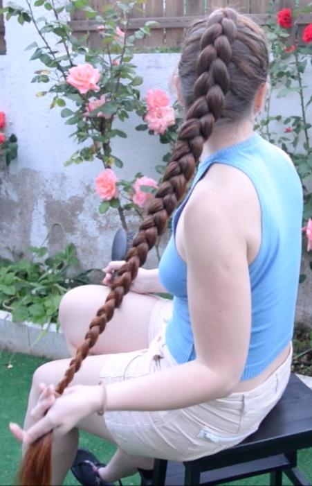 VIDEO - Thigh length hair french braid