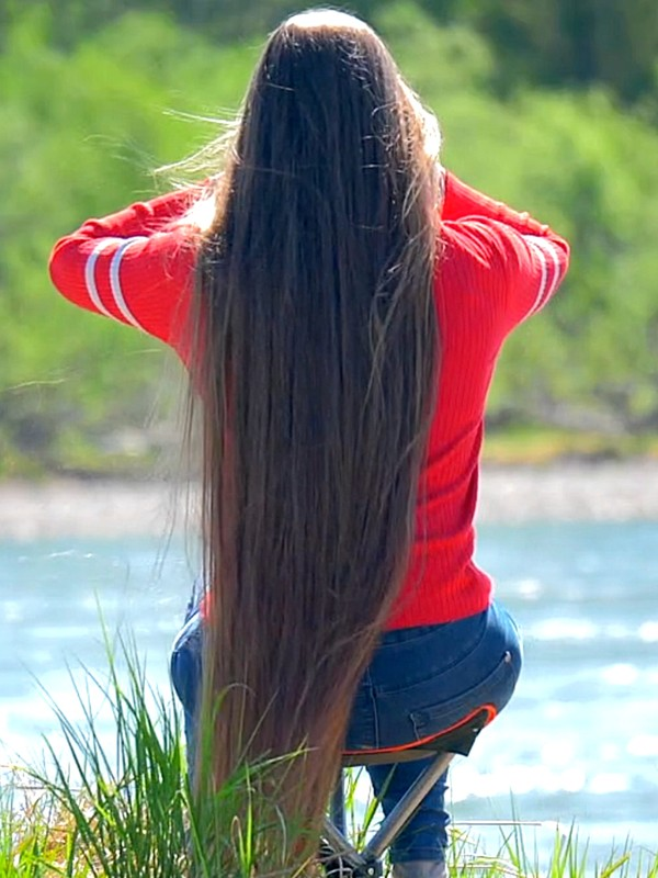 VIDEO - Rapunzel sitting by the water