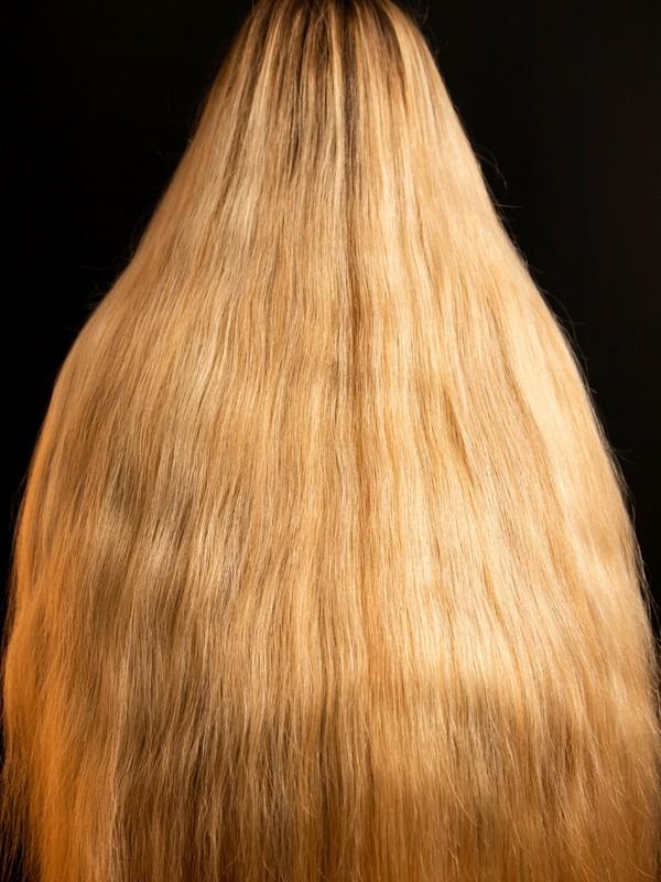 PHOTO SET - Iben's thick blonde mane photoshoot