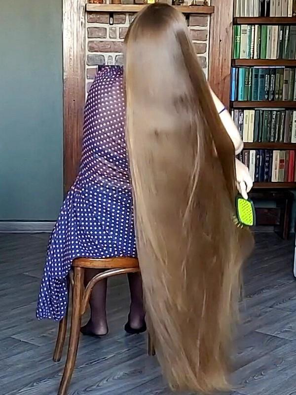 VIDEO - The elegant Rapunzel at home