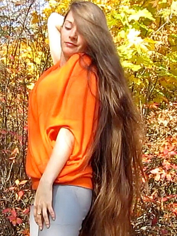VIDEO - Beautiful Autumn Rapunzel