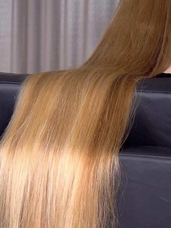 VIDEO - Hair sliding perfection