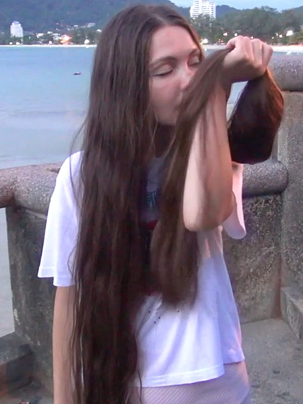 VIDEO - You will love her hair! 2