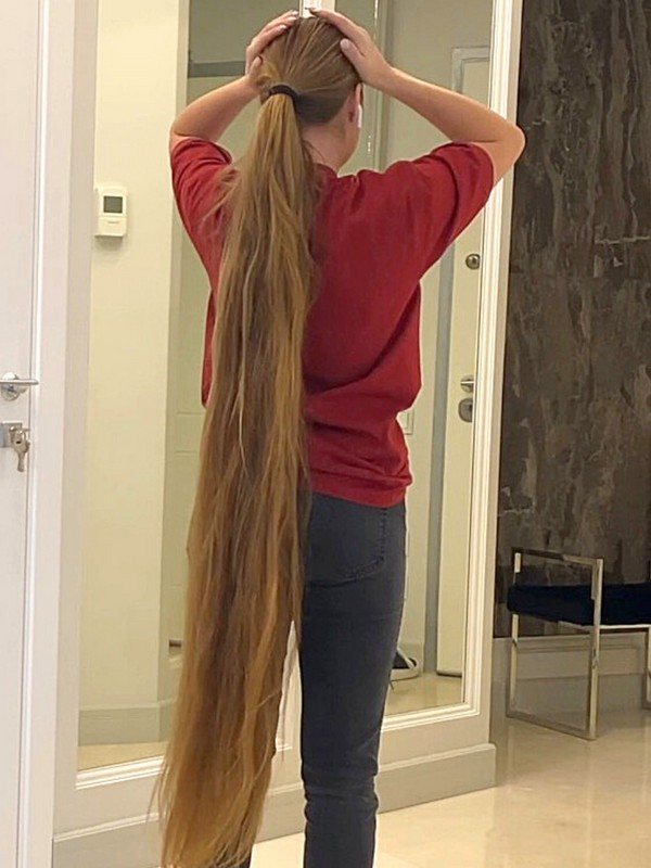 VIDEO - Showing her very thick calf length hair