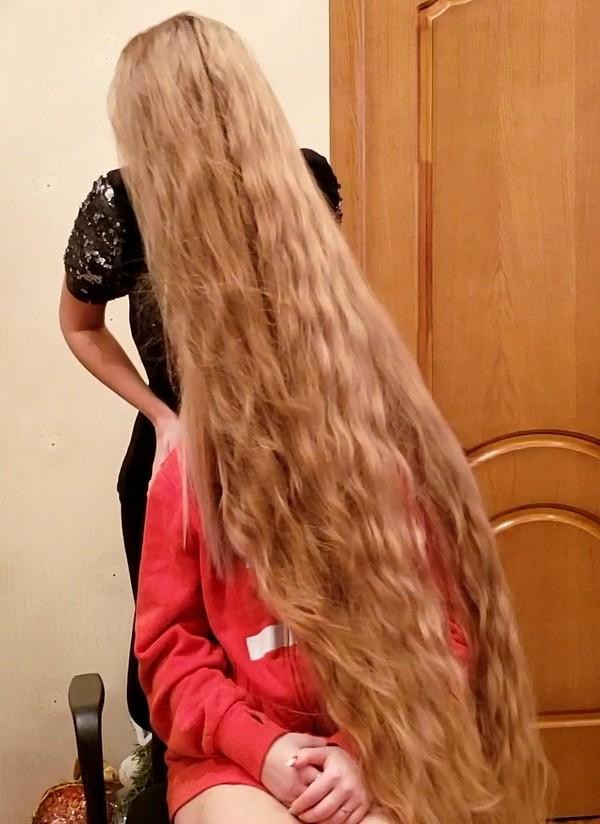 VIDEO - Blonde Alena's friend