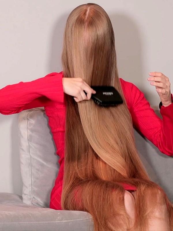 VIDEO - Super long blonde hair brushing in front