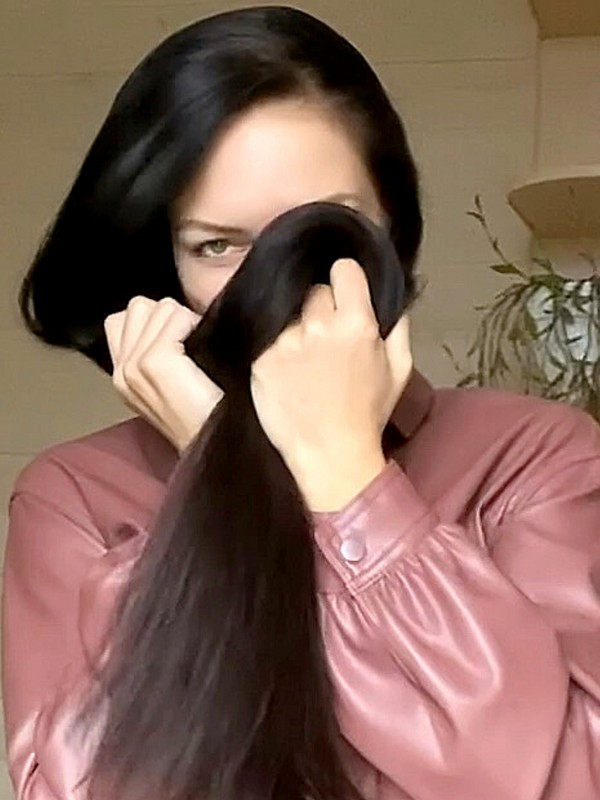 VIDEO - Silky, shiny and black hair