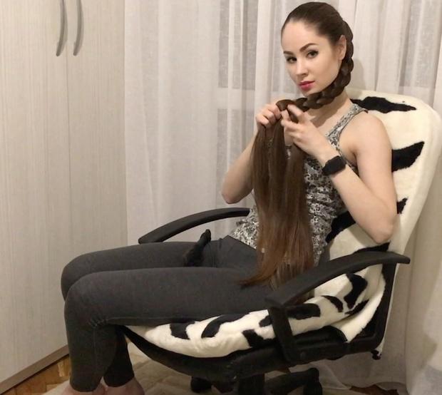VIDEO - Amazing long hair chair play
