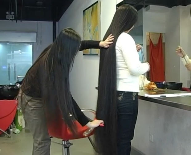 VIDEO - Chinese ankle length hair pampered with by classic length hair girl (part 2)
