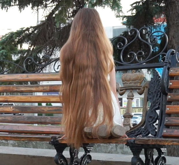 VIDEO - Classic length blonde hair play outside 2
