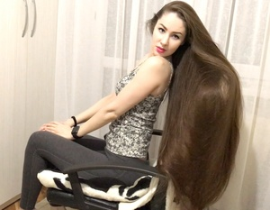 VIDEO - Amazing long hair chair play