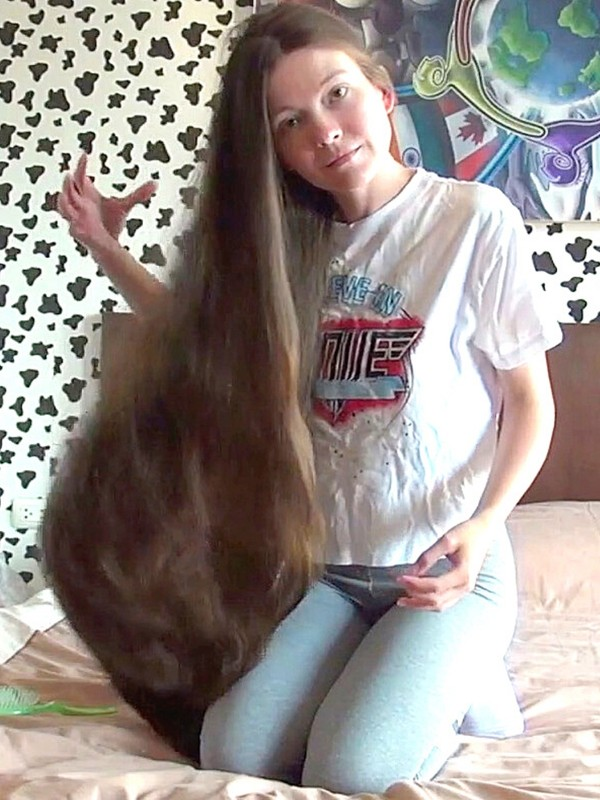 VIDEO - Genevieve and her long, thick hair