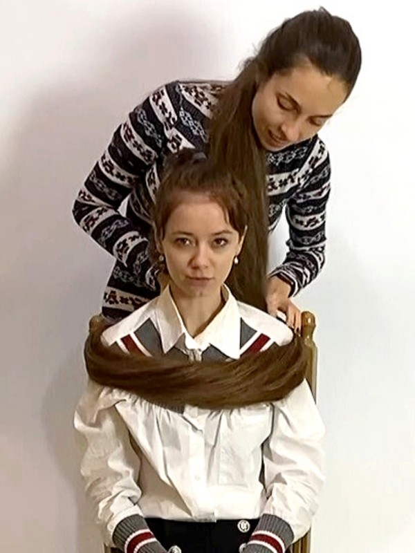VIDEO - Extreme floor length hair play with friend
