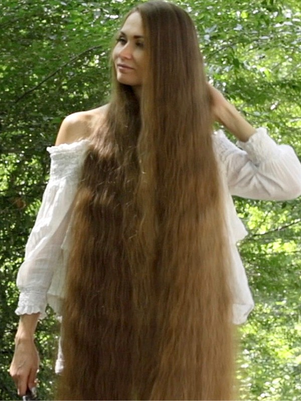 VIDEO - Super long brown hair and a perfect summer