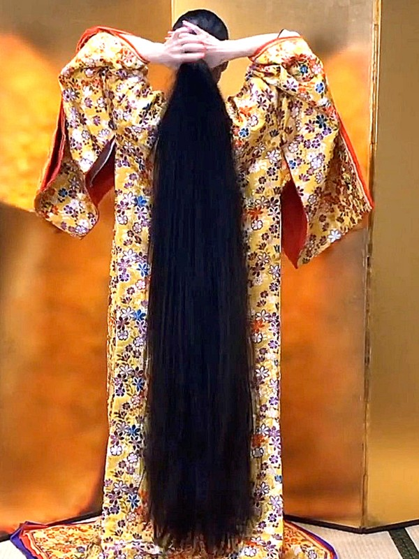 VIDEO - Long hair and gold