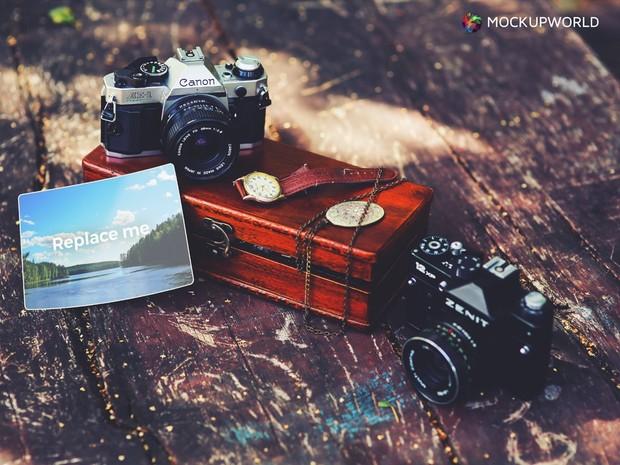 Vintage Photo Mockup (PSD)