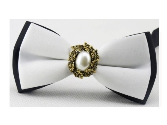B Royal Designs Blk-White Bow Tie only (Shipping inlcuded)