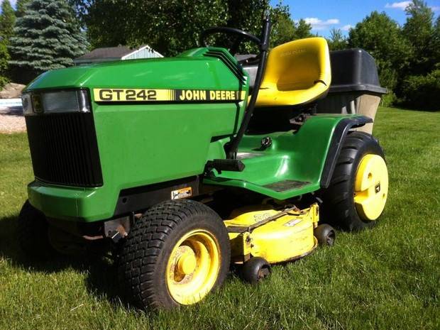 John Deere GT242, GT262, and GT275 Lawn and Garden Tractors Service Repair Technical Manual