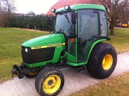 John Deere 4200, 4300 and 4400 Compact Utility Tractors Service Repair Technical Manual
