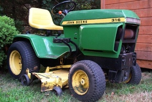 John Deere 316,318 and 420 Lawn and Garden Tractors Service Repair Technical Manual