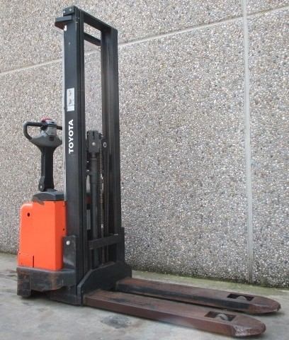 Toyota 7SM10, 7SM12 Pallet Truck (SN. from 936513) Operators manual (230507-040)