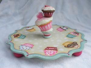 e491 Valentine Cupcake Plate