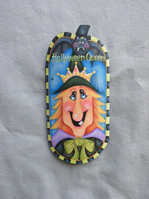e444 Halloween Queen