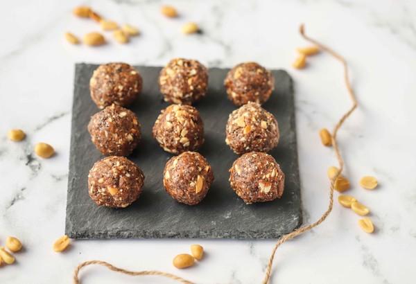 Honey and Peanut Energy Balls