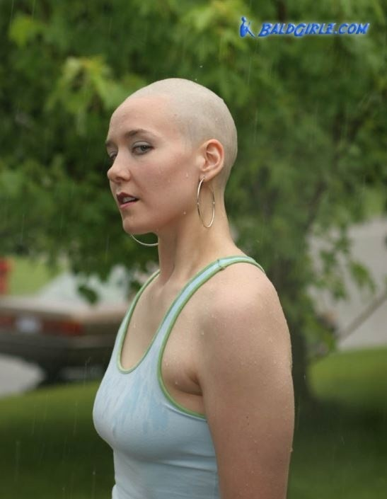 39 Photos of Hannah Wig Play and Showing off Bald Head in the Rain