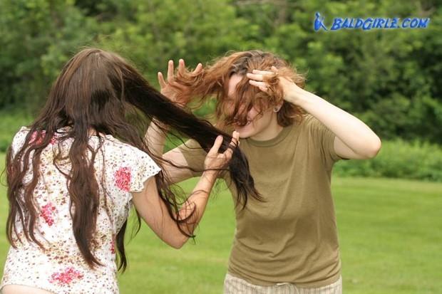 45 Photos of Amanda and Hannah Playing, Brushing, Braiding Hair
