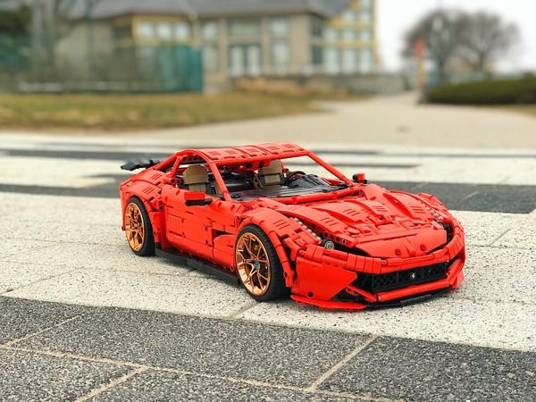 Ferrari F12 - Red Version