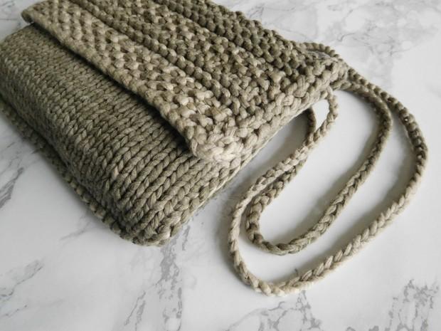 Delphi Series. Khaki Stripe.
