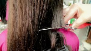 PAOLA DRASTIC HAIR CUT !