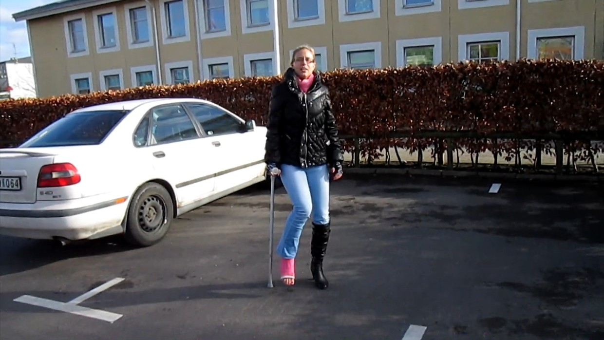 Sarah 53 SLC - Walking with only one crutch - 5 min